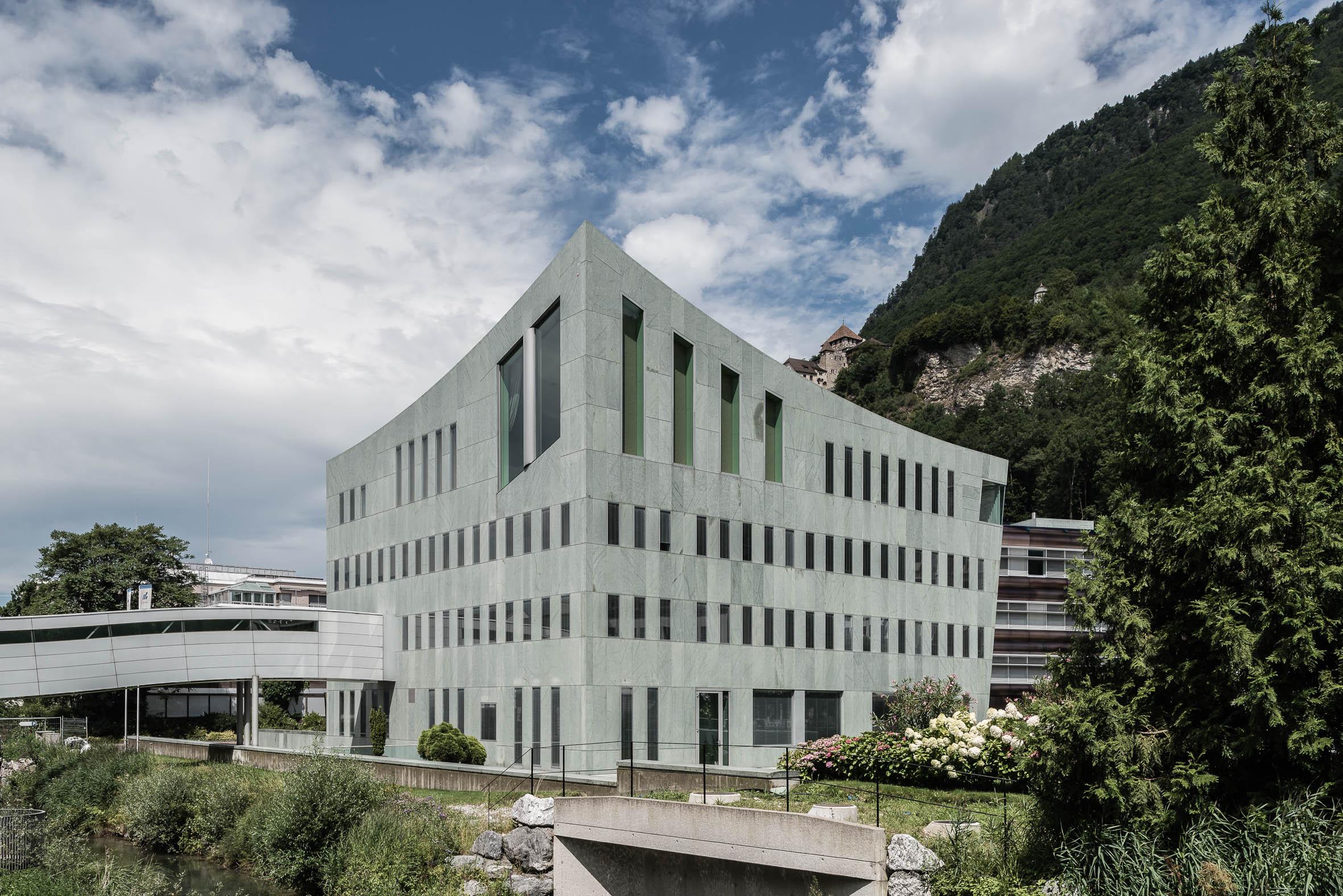 Architekturfotografie Bankgebäude Vaduz